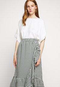 Bruuns Bazaar - SEER JESSIE SKIRT - Áčková sukně - black/white - 3