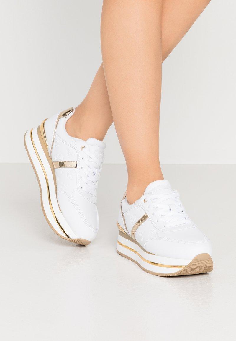 Guess - DAFNEE - Sneakersy niskie - white