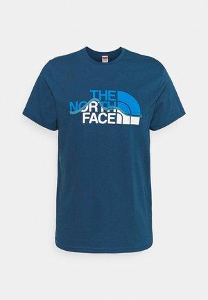 MOUNTAIN LINE TEE - T-shirts print - monterey blue/white
