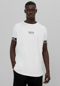 Bershka - MUSCLE FIT - T-shirt imprimé - white - 0