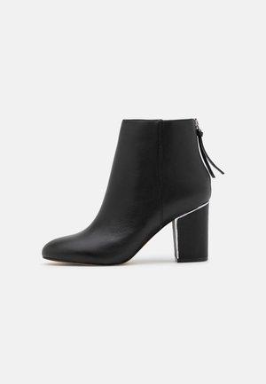 KARIA - Boots à talons - black