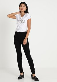 Selected Femme - SLFMAGGIE - Jeans Skinny Fit - black denim - 1
