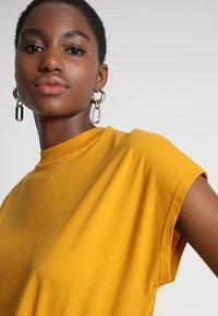 KIOMI - Basic T-shirt - golden yellow - 4