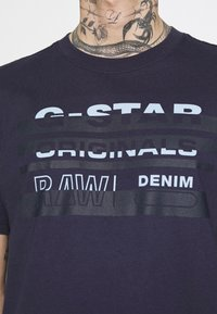 G-Star - ORIGINALS STRIPE LOGO - T-shirt con stampa - sartho blue - 3