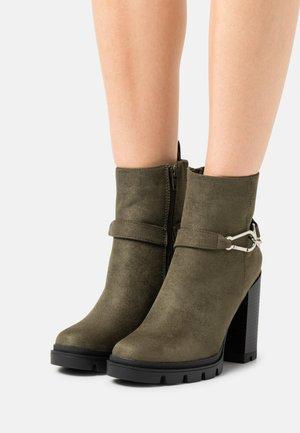 ONLBRAVE LIFE BUCKLE - High Heel Stiefelette - olive