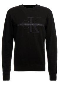 Calvin Klein Jeans - TAPING THROUGH MONOGRAM - Bluza - black - 0