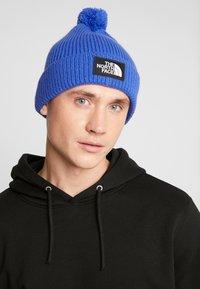 The North Face - LOGO BOX POM BEANIE UNISEX - Beanie - blue - 1