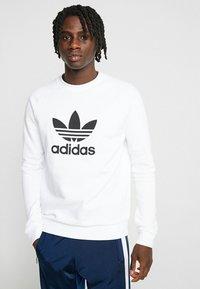 adidas Originals - TREFOIL CREW UNISEX - Sweatshirt - white - 0