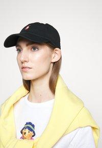 Polo Ralph Lauren - Caps -  black/neon - 1
