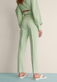 NA-KD - STRAIGHT SUIT PANTS - Trousers - dusty green - 2