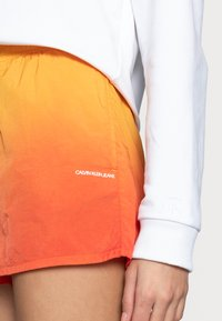 Calvin Klein Jeans - Shorts - yellow - 3