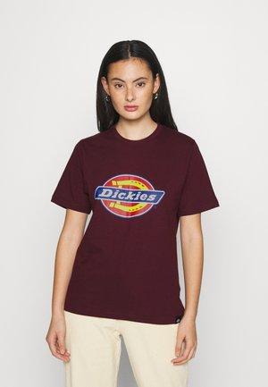 HORSESHOE TEE - Print T-shirt - maroon