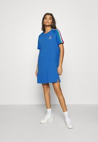 adidas Originals - STRIPES SPORTS INSPIRED REGULAR DRESS - Vestido ligero - bright royal - 0