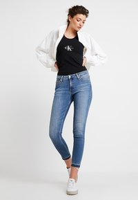 Calvin Klein Jeans - CKJ 001 SUPER SKINNY ANKLE - Skinny džíny - saxon blue release split hem - 2