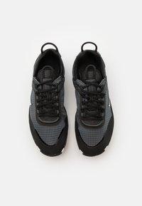 Nike Sportswear - REACT LIVE UNISEX - Matalavartiset tennarit - black/white/dark smoke grey - 3