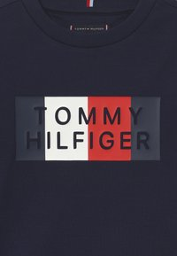 Tommy Hilfiger - GLOBAL STRIPE GRAPHIC - Langærmede T-shirts - blue - 3