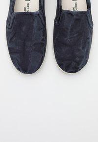 Natural World - Scarpe senza lacci - marino - 5