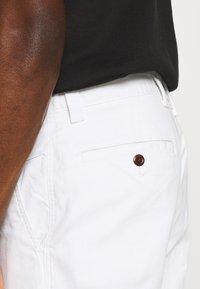 Tommy Jeans - DOBBY CHINO - Szorty - white - 4