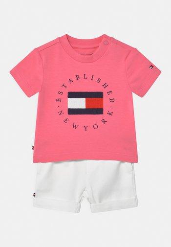 BABY ESTABLISHED SET UNISEX - Print T-shirt - exotic pink