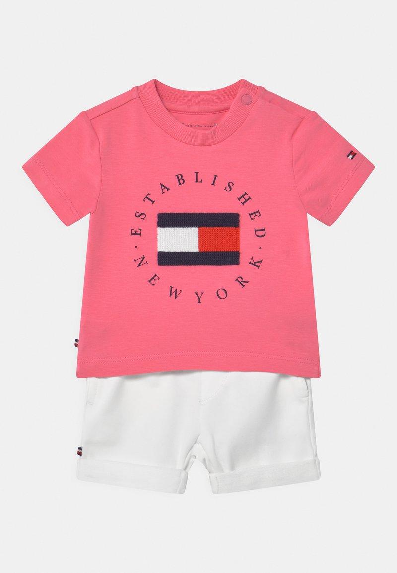 Tommy Hilfiger - BABY ESTABLISHED SET UNISEX - Print T-shirt - exotic pink
