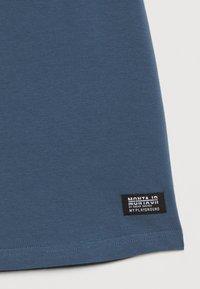 Monta Juniors - TARAZ - T-shirts med print - steel blue - 2