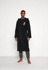 Moschino Underwear - BATHROBE - Badekåpe - black - 1