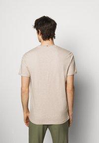Les Deux - NØRREGAARD - Basic T-shirt - light brown - 2
