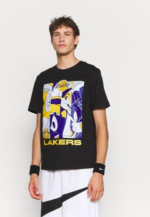 NBA LOS ANGELES LAKERS SPACE JAM 2 MOD SQUAD TEE - Club wear - black