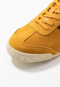 Gola - HARRIER - Sneakers basse - sun/navy - 2
