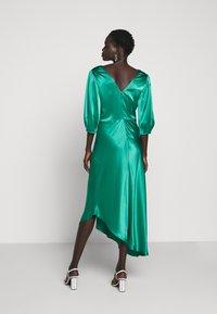 Allen Schwartz - LOUISE DEEP V DRESS HEM - Cocktail dress / Party dress - jade - 2