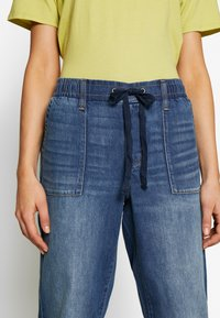 American Eagle - JOGGER - Relaxed fit jeans - rustic blue - 5