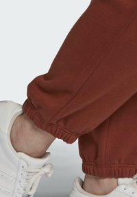 adidas Originals - CUFFED JOGGERS - Tracksuit bottoms - brown - 4