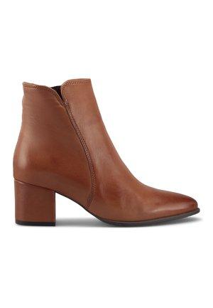 KLASSIK-STIEFELETTE - Classic ankle boots - mittelbraun