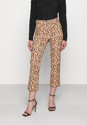 BASKET - Kalhoty - braun