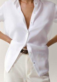 Massimo Dutti - UNIFARBENES - Skjortebluser - white - 4