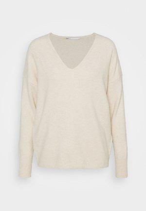 ONLRICA LIFE V-NECK - Strikkegenser - whitecap gray melange