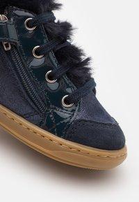 Shoo Pom - BOUBA ZIP - Chaussures premiers pas - navy - 5