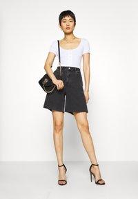 Missguided - POPPER SHORT SLEEVE BODYSUIT 2 PACK  - T-shirt basic - black/white - 0