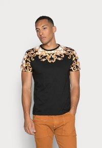 Brave Soul - SCROLL - T-shirts print - black - 0