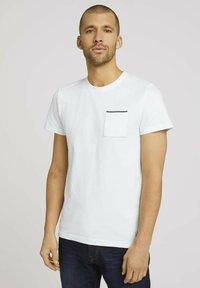 TOM TAILOR - Basic T-shirt - off white - 0