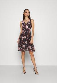 WAL G. - ISABELLE V NECK DRESS - Day dress - floral - 0
