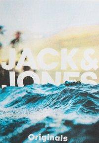 Jack & Jones - JORAZURE TEE CREW NECK - Print T-shirt - cloud dancer - 2