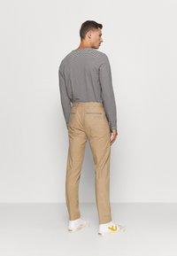 Tommy Hilfiger Tailored - FLEX CONTRAST DETAIL SLIM PANT - Broek - beige - 2