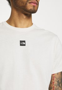 The North Face - CENTRAL LOGO  - T-shirt med print - vintage white - 4