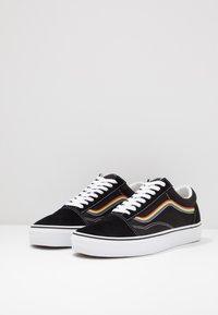 Vans - OLD SKOOL - Sneakersy niskie - black/multicolor/true white - 2