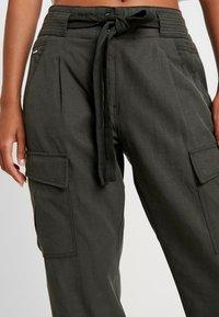 G-Star - CHISEL BF PANT WMN - Spodnie materiałowe - new drapy twill - 6