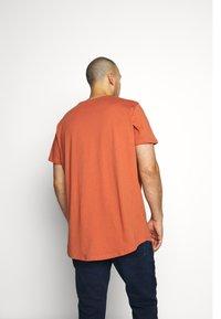 Lee - SHAPED TEE - Basic T-shirt - burnt ocra - 2