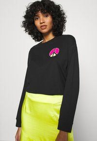 Levi's® - GRAPHIC LONG SLEEVE  - Longsleeve - neon caviar - 3