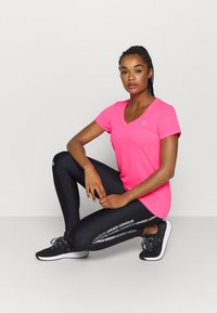 Under Armour - TECH - Basic T-shirt - cerise - 1