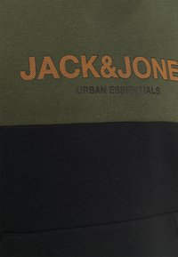 Jack & Jones - JJEURBAN BLOCKING HOOD - Sweater - forest night - 2